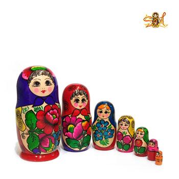 poupée russe classique traditionnelle